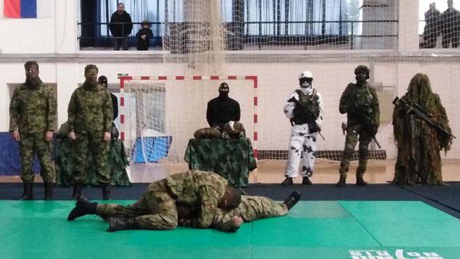 Дружење са војском у Власотинцу
